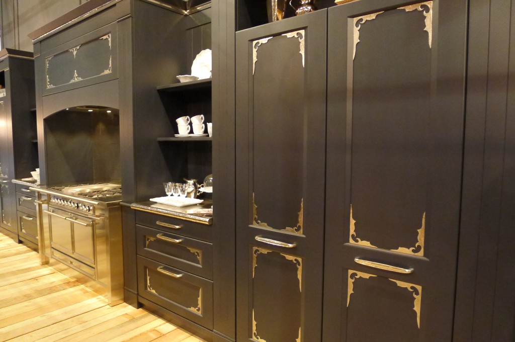 Check out this nod to turn-of-the-century cabinets.